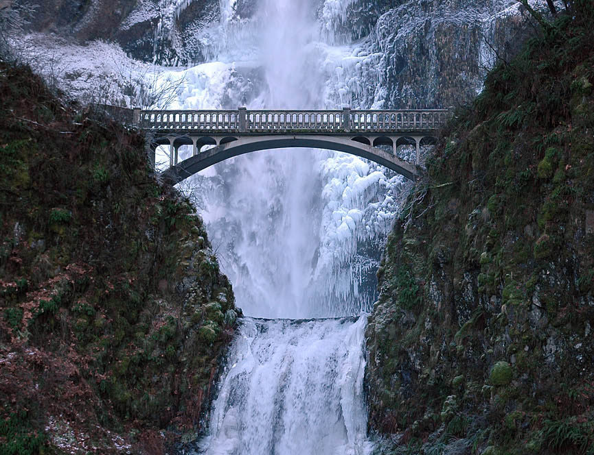 Benson Footbridge en la cascada Multnomah Falls, Oregon