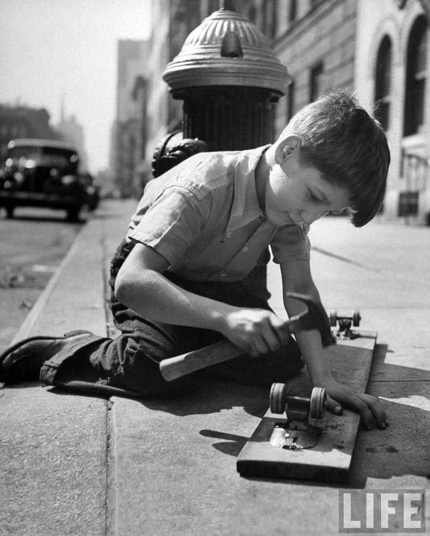 ---¿A que jugaban en el siglo pasado?--- - Página 2 Kids_At_Play