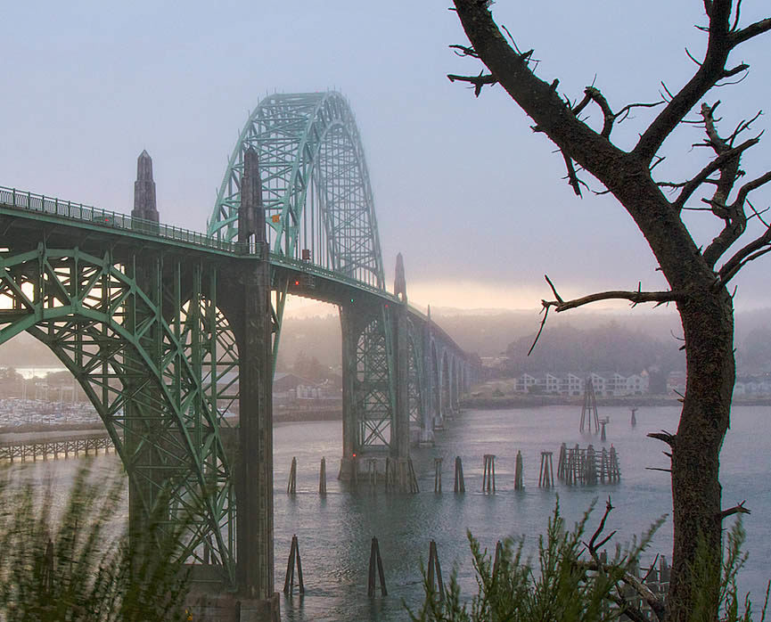 Yaquina Bay Bridge al sur de Newport, Oregon